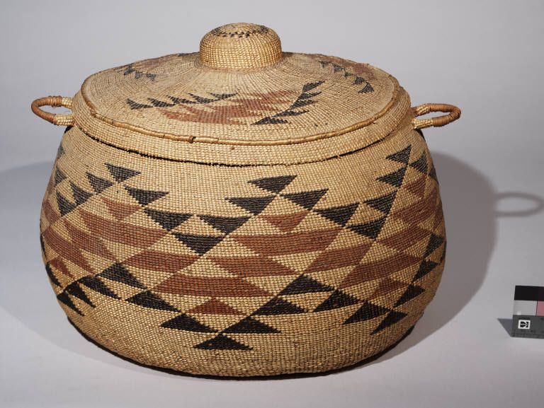 Hupa, Karok, or Yurok large lidded trinket basket | hoo-le