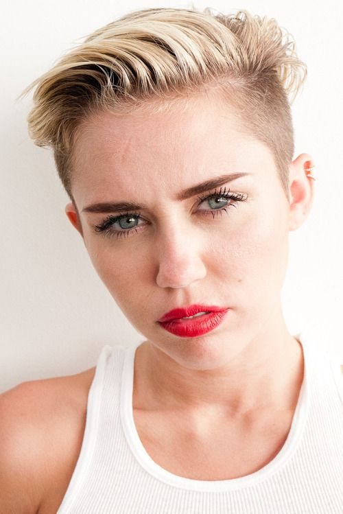 Behind The Scenes Photoshoot From Miley Cyruss Wrecking Ball