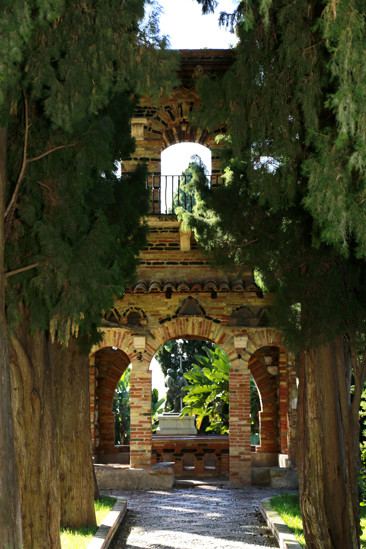 Parco Colonna, Taormina. Nobildonna inglese, prima cugina della ...