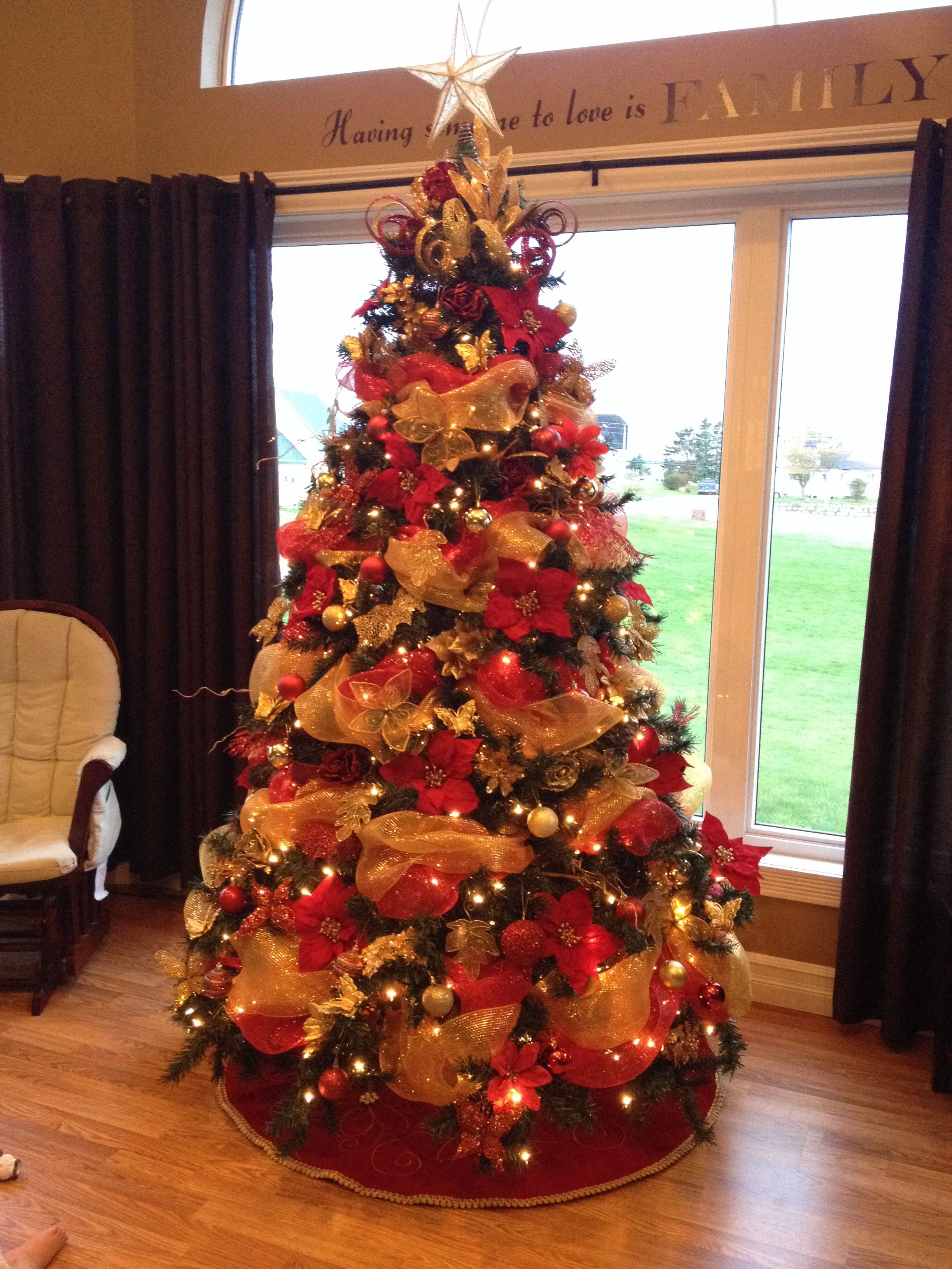 Christmas Tree With Mesh.Red Gold Traditional Christmas Tree With Deco Mesh And