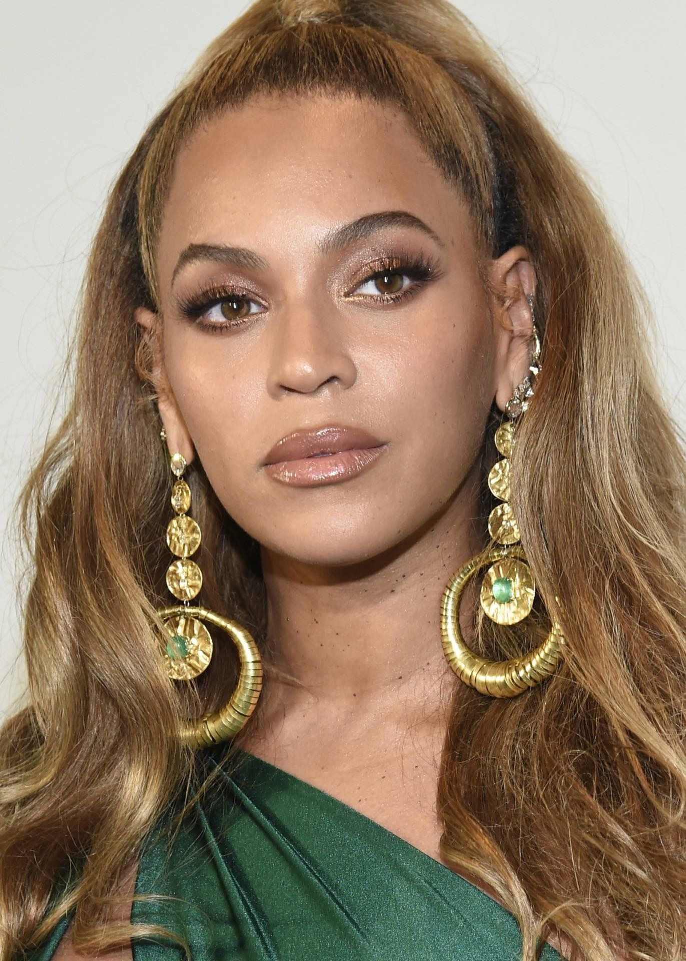 Pin by Toz on BEYHIVE Beyonce hair, Beyonce makeup, Hair
