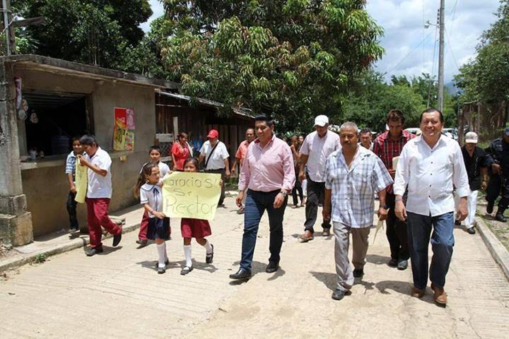 """Inauguran Mario Moreno y Javier Saldaña obras en """"pueblos santos"""" - http://www.bloquepolitico.com/inauguran-mario-moreno-y-javier-saldana-obras-en-pueblos-santos/"""