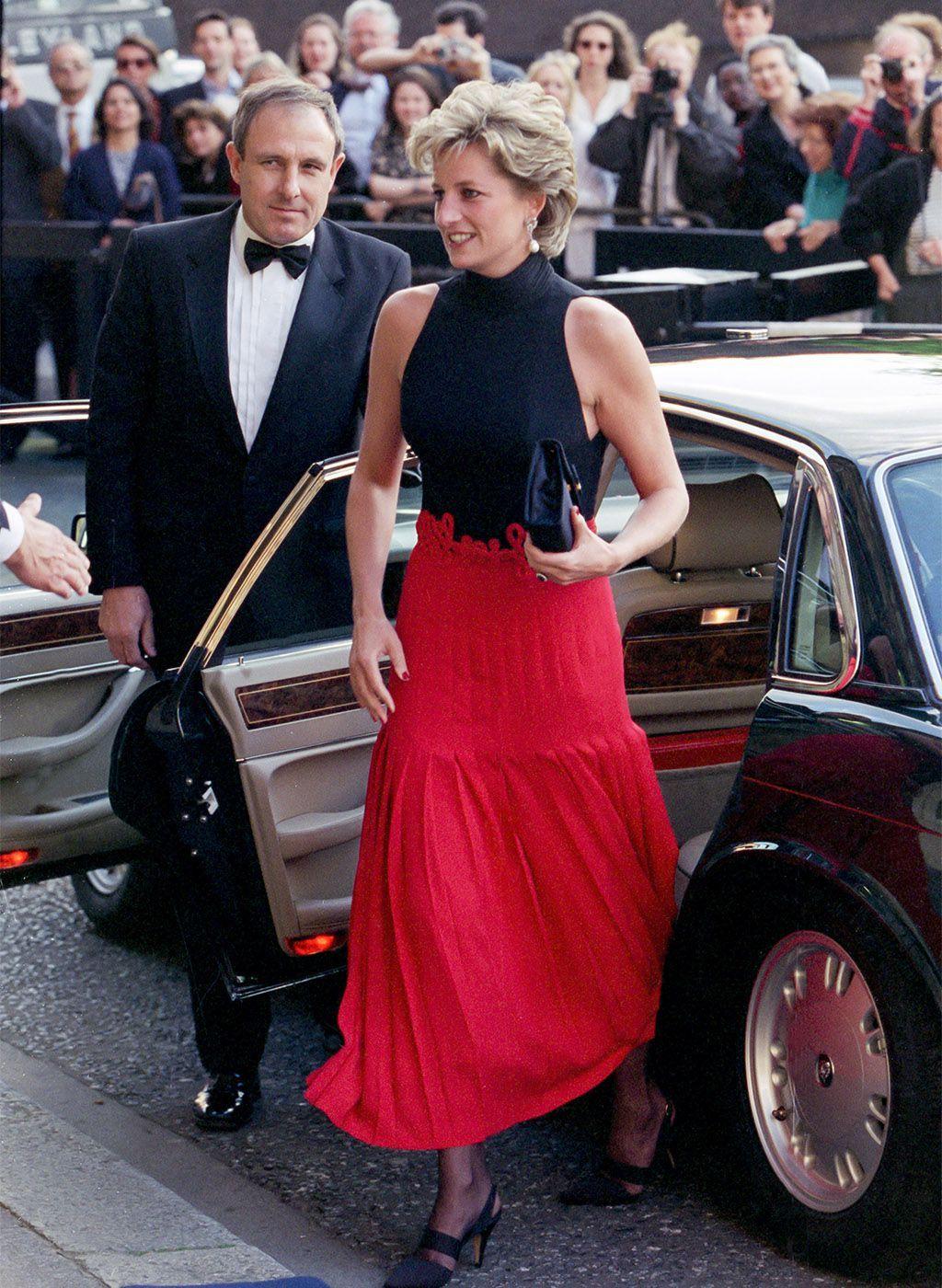Un Viaje Por Los Mejores Looks De La Princesa Diana De Gales In 2020 Princess Diana Fashion Princess Diana Princess Diana Pictures