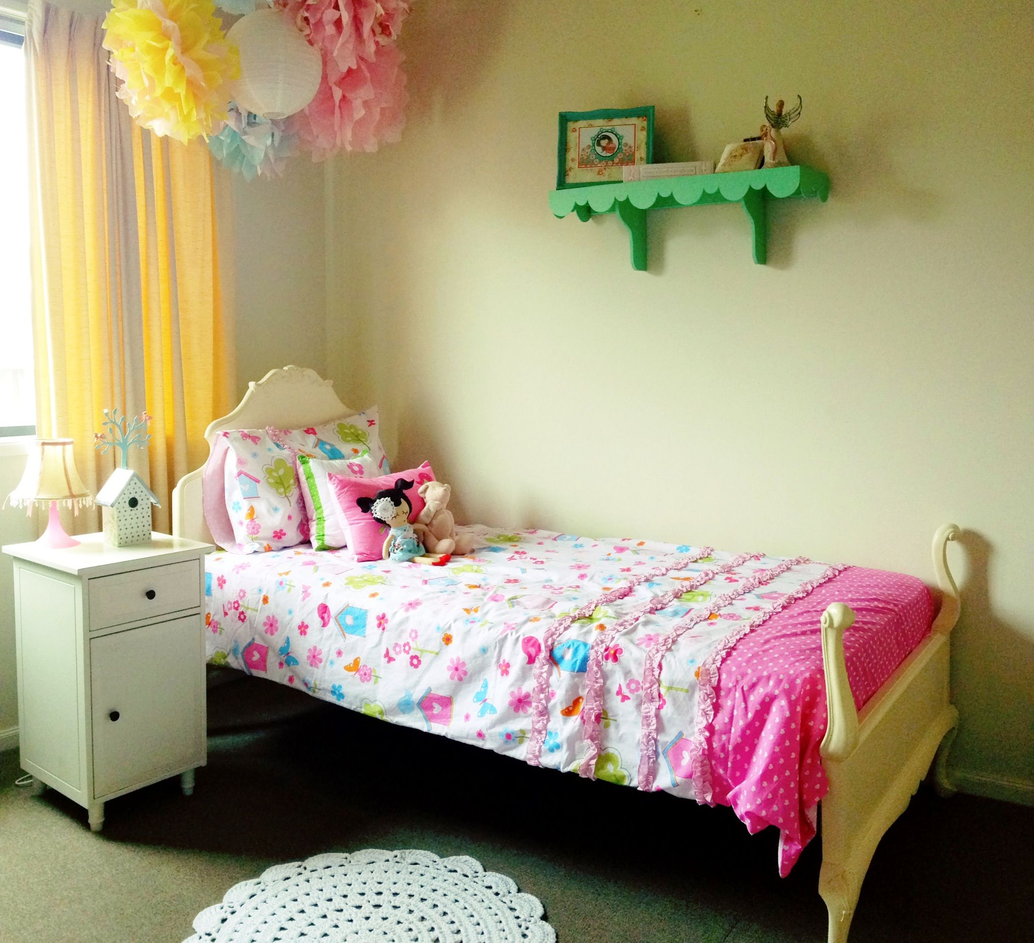 Best Girls Room Vintage Queen Ann Bed With Ikea Bedside Table 640 x 480