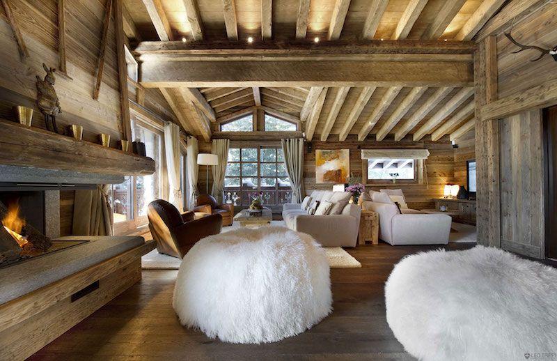 décoration-chalet-montagne-rustique-poufs-fausse-fourrure-blanche ...