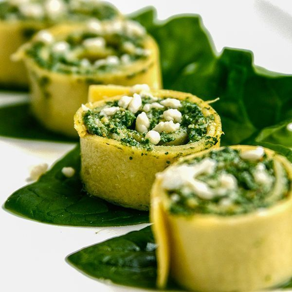 Spinach Lasagna Rolls With Ricotta & Pistachios makes for the perfect combination of Italian flavors. #lasagnarolls #spinachrolls