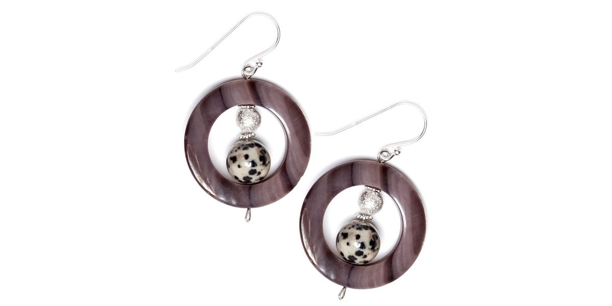 These large black shell earrings are light in weight.