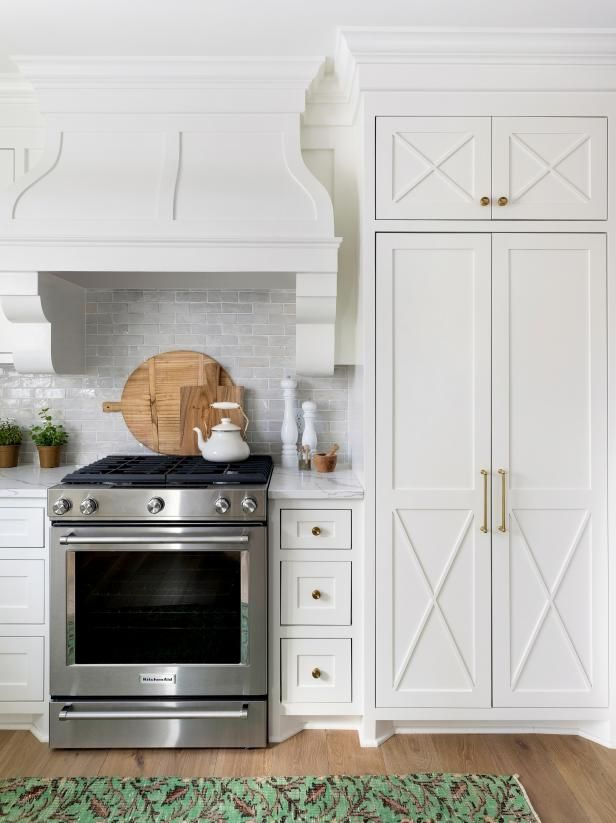 Green Area Rug Adds Earthy Touch To Kitchen When Paired With The Crisp White Cabinets That Br Hardware Feels Especially Gl