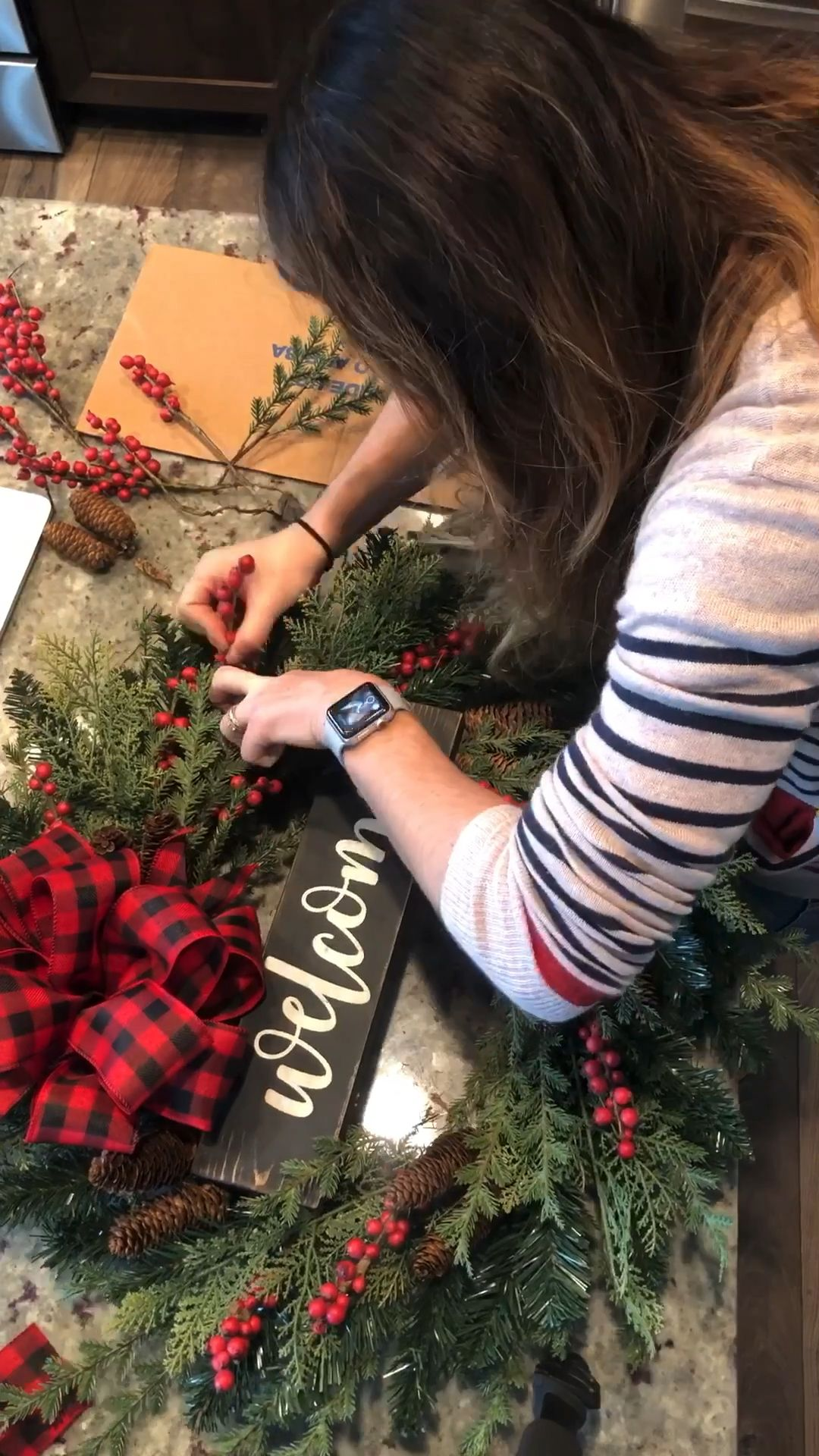 #diy #christmas #christmasdecor #christmaswreath #wreath #wreathdiy #diywreath #winterdecor #christmasdecor #farmhouse #farmhousedecor #farmhousestyle #farmhousewreath
