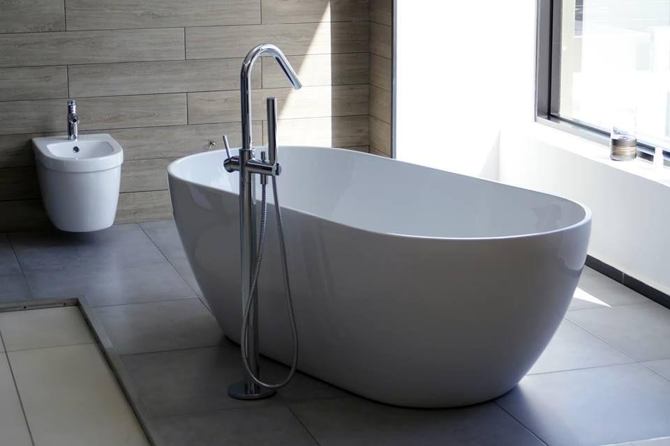 Baignoire Ilot Reve Et Bidet Jacob Delafon Disponibles Au Strapex Ceramica Mall Bathroom Bathtub