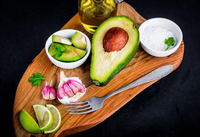 Cuatro son los nutrientes que cumplen un importante papel en la función tiroidea: yodo, selenio, zinc y hierro. Conoce sus fuentes y cantidades requeridas.