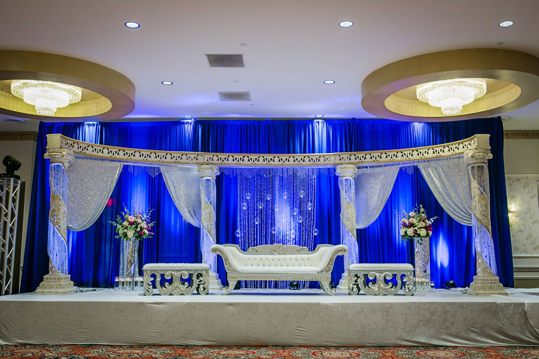 Blue And White Indian Wedding Stage Decor Indian Wedding Stage