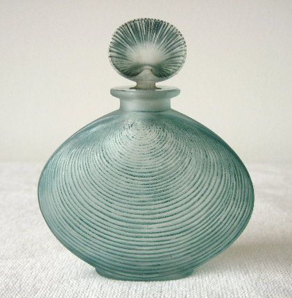 Clever clamshell perfume R. Lalique