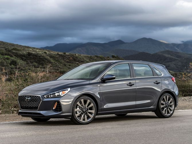 The 2018 Hyundai Elantra Gt Is A Hatchback With Hustle Hyundai Elantra Elantra Hyundai Accent