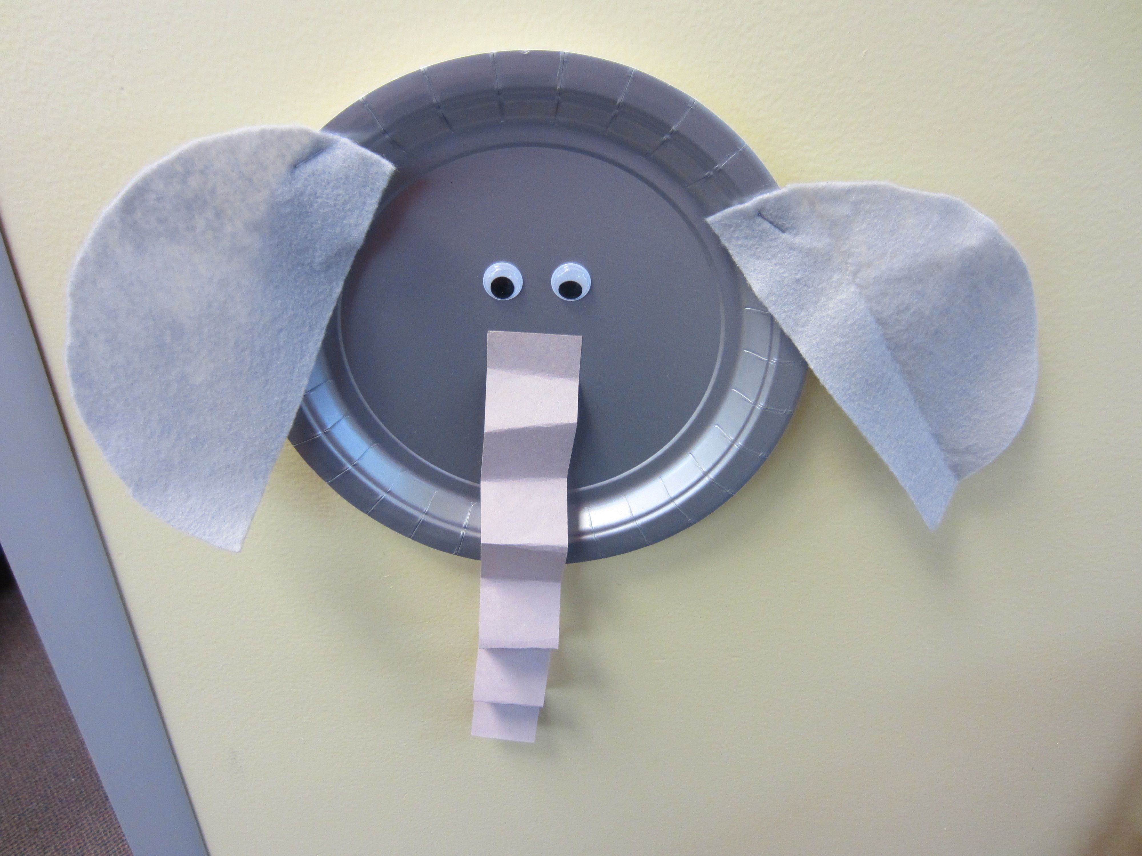 Paper Plate Elephant Use a gray paper plate for the face googly eyes & Paper Plate Elephant: Use a gray paper plate for the face googly ...