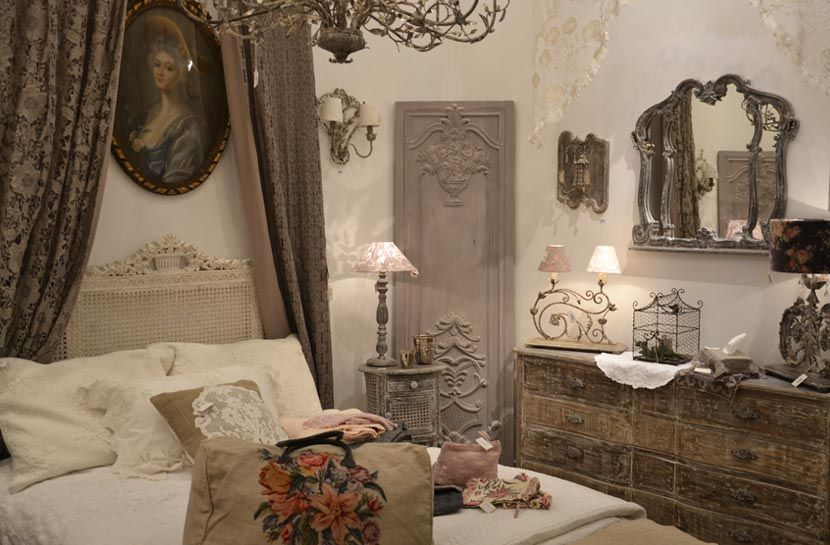 COQUECIGRUES Collection de textiles de style ancien 18ème siècle