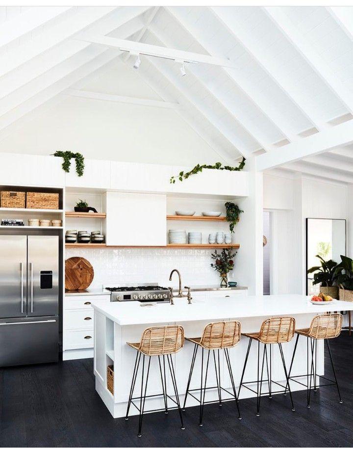 Cocina de contrastes: suelo negro, techo blanco. | Home decor ...