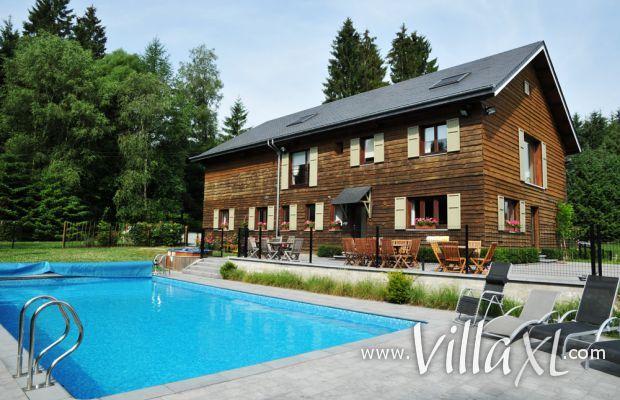 België   Ardennen   Vakantiehuis Le Paturon http://www.villaxl.com/nl/vakantiehuis/belgie/ardennen/libin/le-paturon_4329.html Dit prachtige vakantiehuis is gelegen aan de bosrand en beschikt over een sauna, infrarood cabine, hammam en buitenzwembad. Le Paturon is de ideale locatie voor familievakanties en grote familiefeesten.