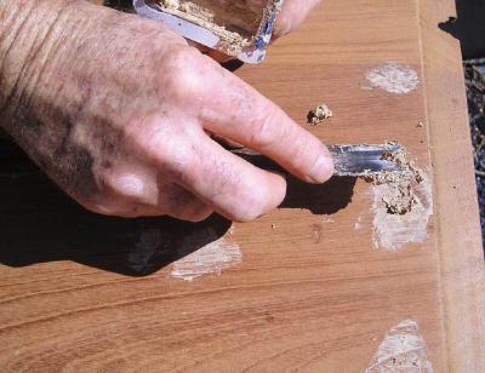 Trucos De Restauración Cómo Preparar Masilla Para Madera Masilla Para Madera Restauración De Madera Arreglar Muebles De Madera