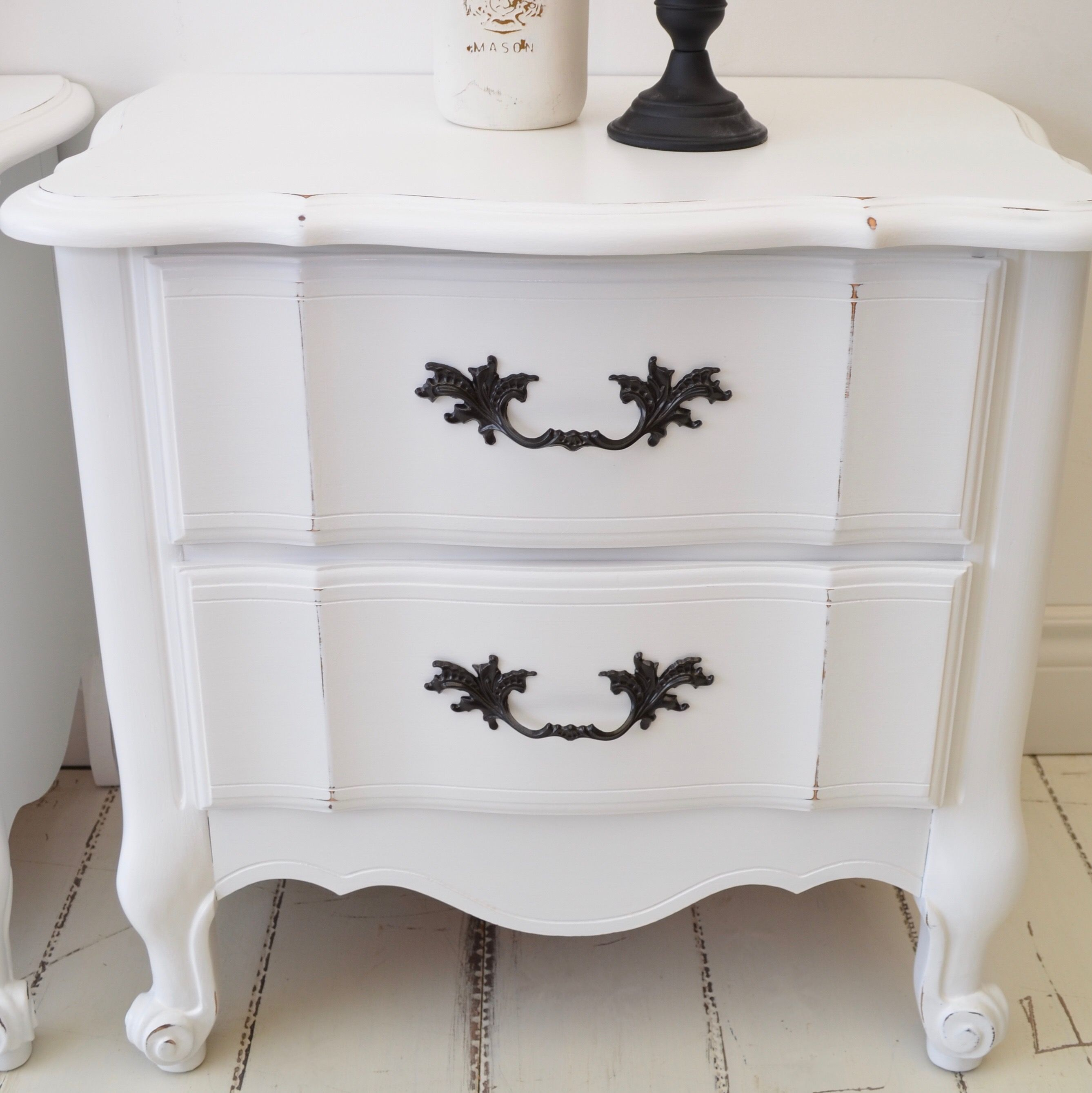 These Large French Provincial Shabby Chic Distressed White Night Stands Are Great For The Master Bedr White Nightstand Distressed White Elegant Bedroom Decor