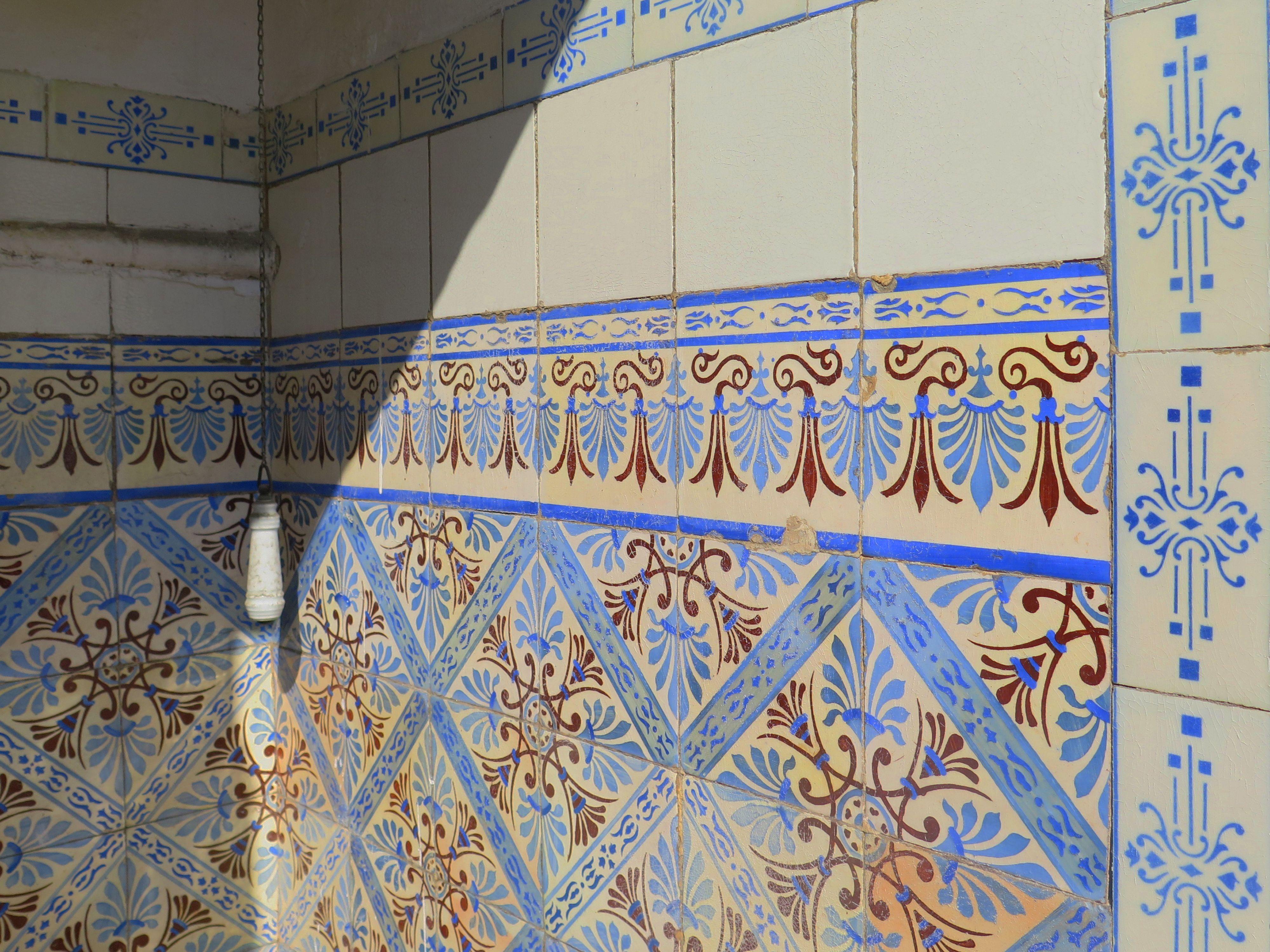 Oporto's ceramic tiles a bathroom. Piastrelle