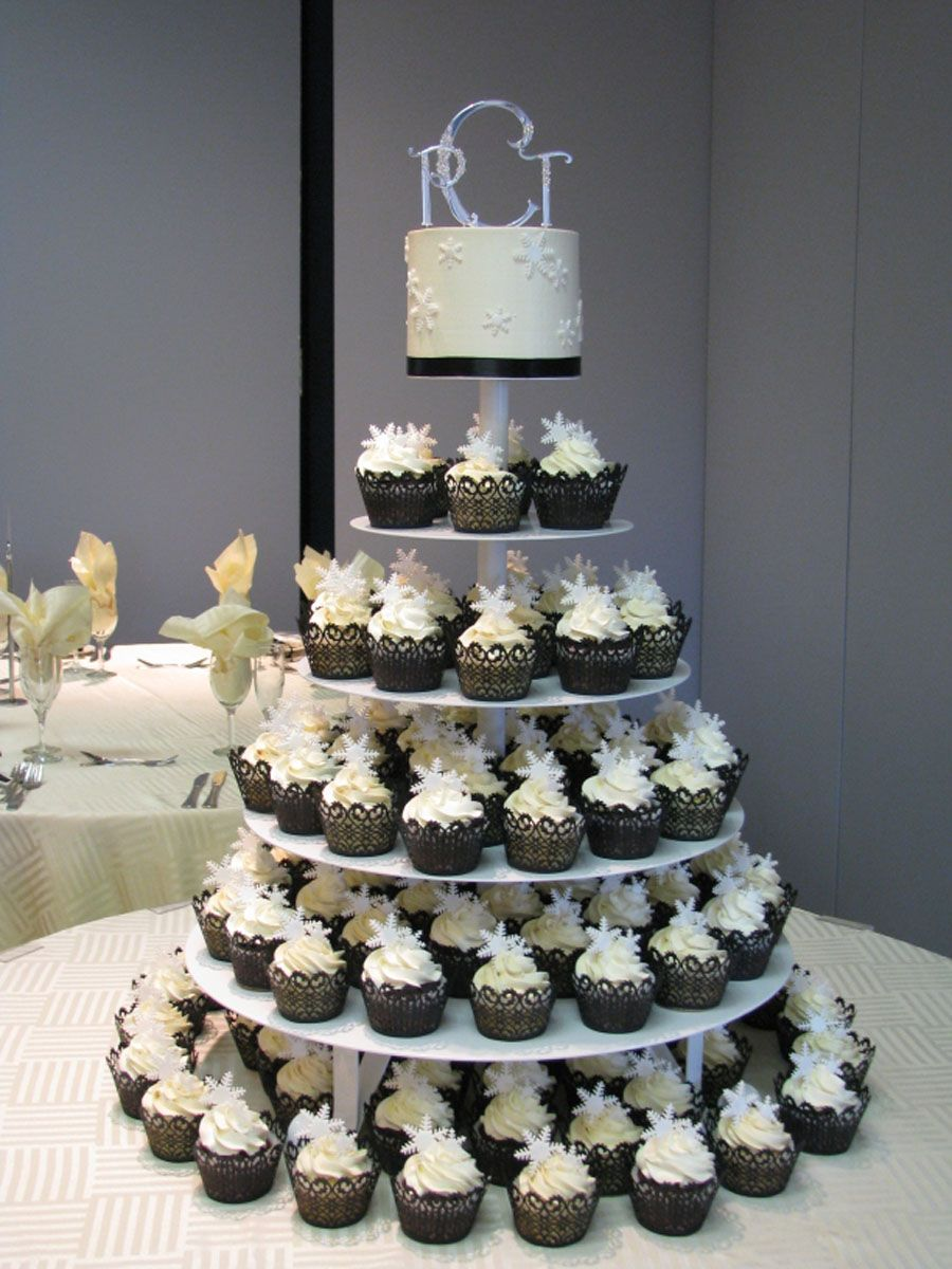 wedding cake with cupcake ideas i want something like this in the running pinterest. Black Bedroom Furniture Sets. Home Design Ideas