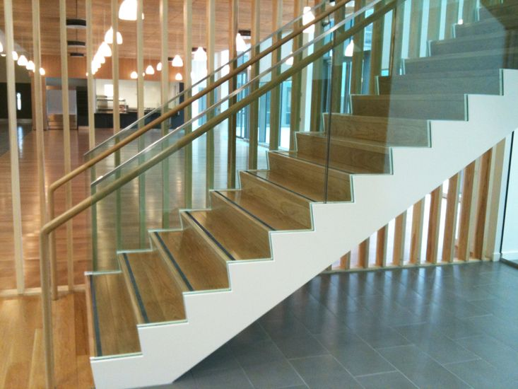 Best Feature Staircase With Glass Balustrade Capped In 400 x 300