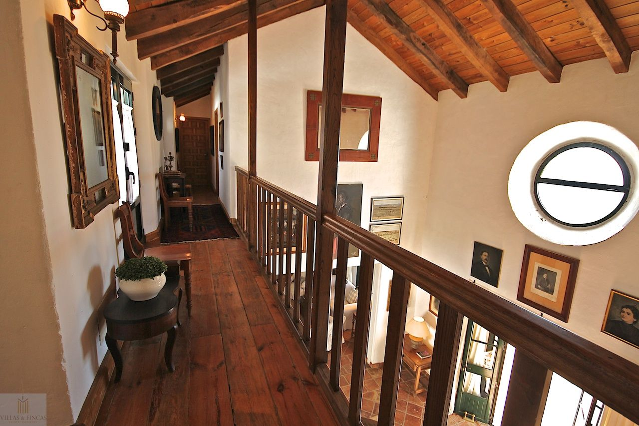 High vaulted ceilings. Country house in Gaucin.