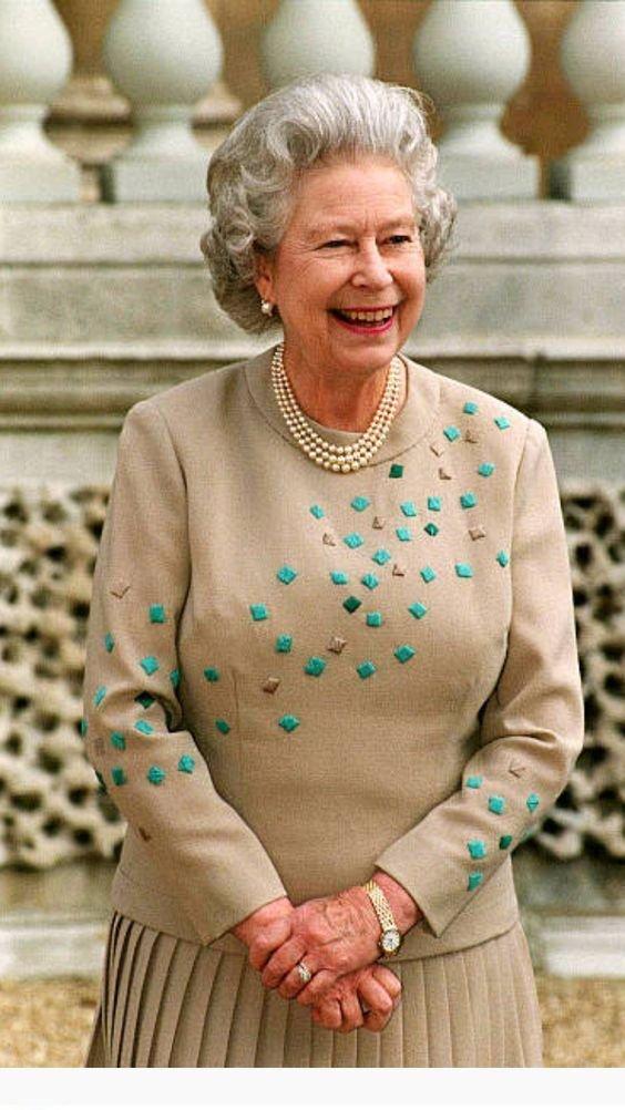 Messie Condo Messiecondo Queen Elizabeth Royal Queen Her Majesty The Queen