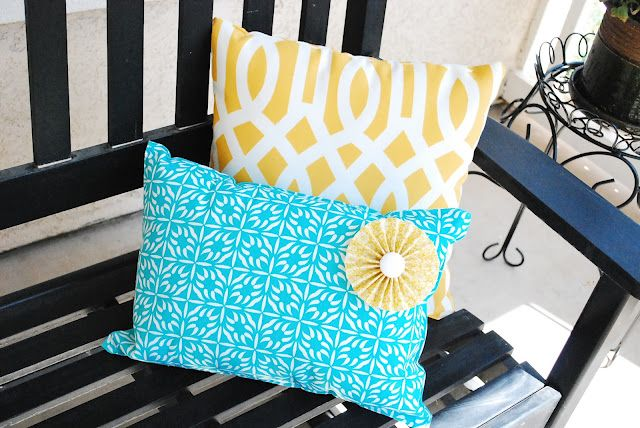 Placemat Pillow Tutorial -- what the heck?? This is too easy... TOO EASY!