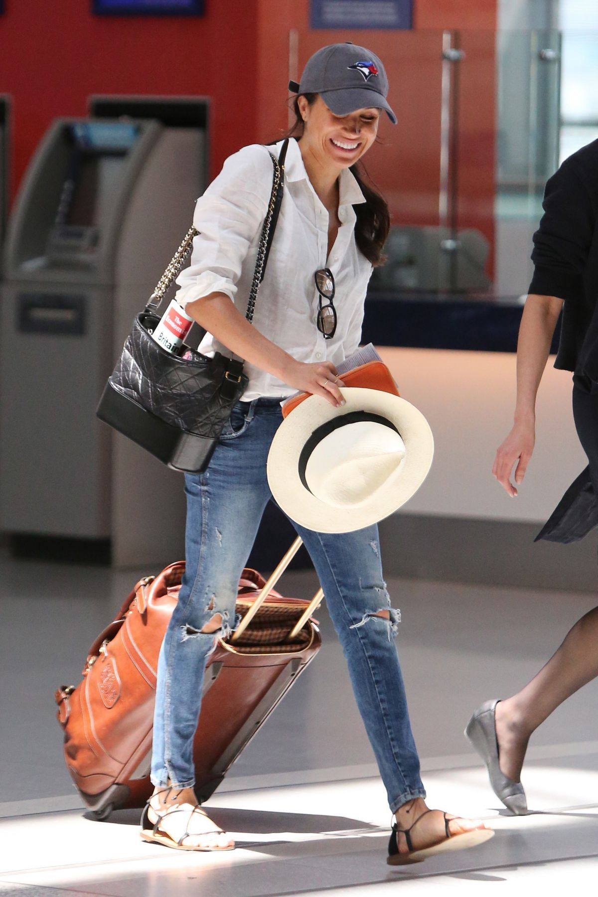 meghan-markle-arrives-at-airport-in-toronto-06-10-2017_4 ...
