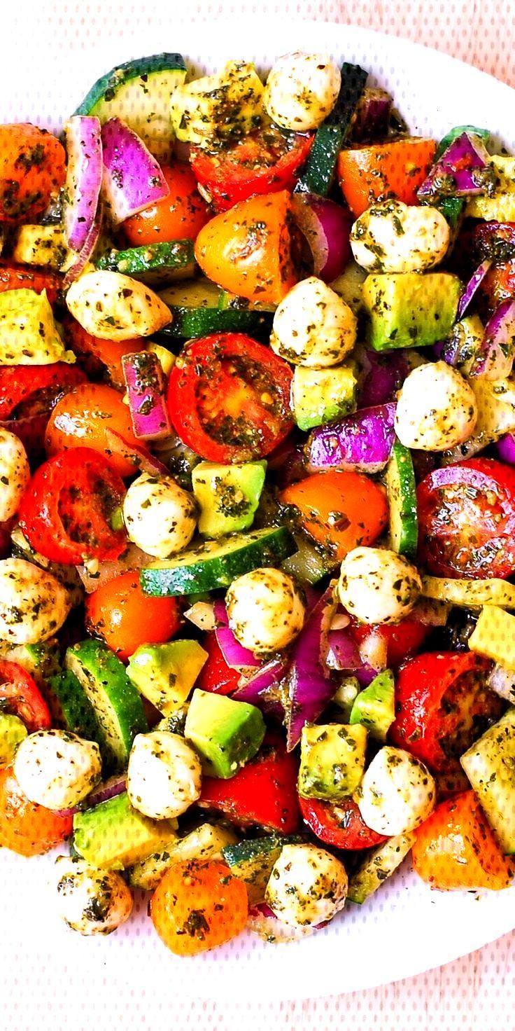 #mozzarella #concombres #d39avocat #davocat #tomates #basilic #healthy #fitness #salade #avocad...