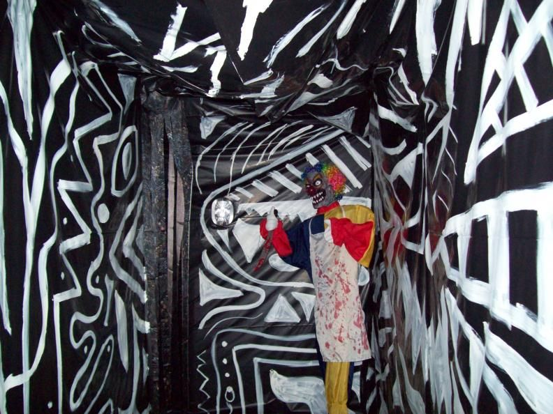 Love the crazy wall, floor, ceiling idea Very disorienting with - halloween haunted house ideas