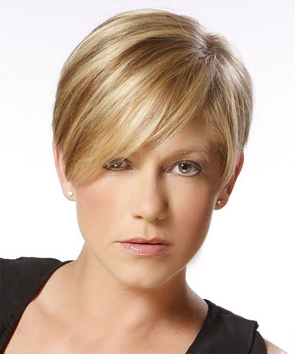 Short Straight Hairstyles For Light Brown Caramel With Blonde Highlight That Matching Side Bangs