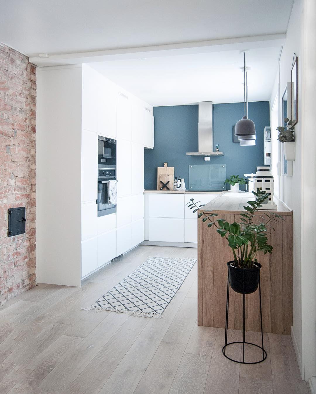 contraste couleur / blanc / bois/ briques | Cuisine | Pinterest ...