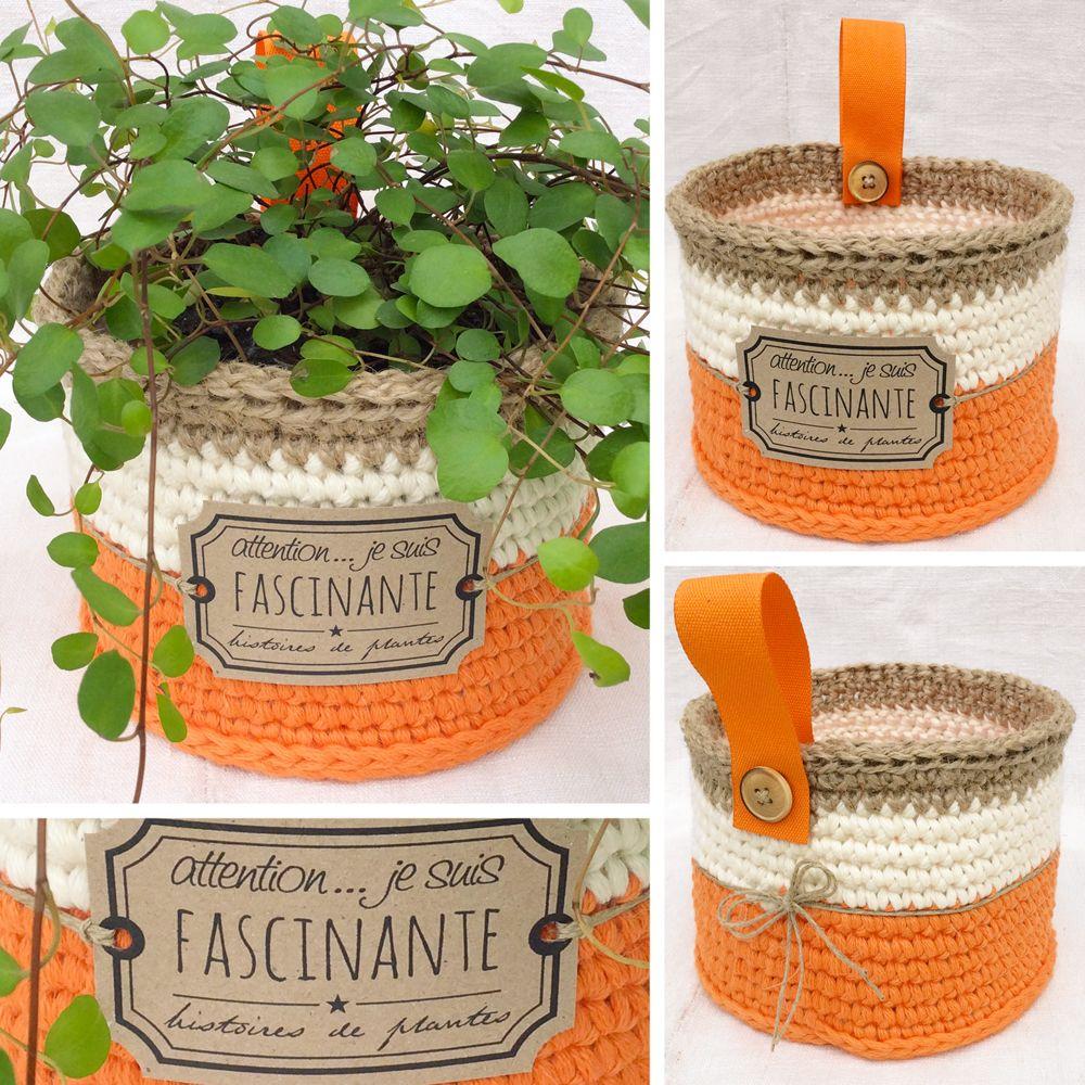 """Panier cache-pot de la collection """"Naturels poudrés"""" réalisé au crochet avec du fil coton Natura XL Mandarine, Ivoire et de la ficelle de jute. Disponible sur mon blog Aline Cerise."""