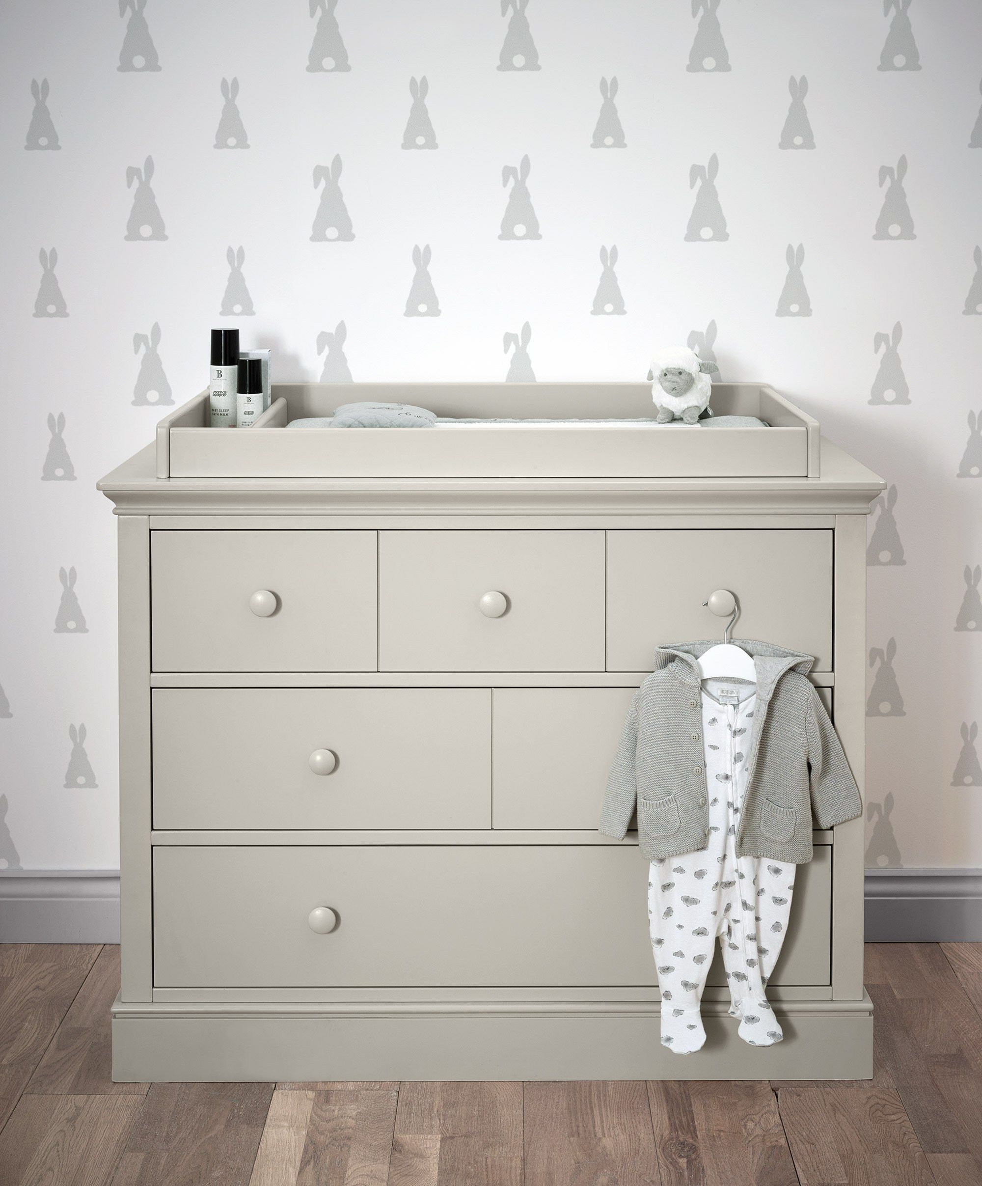 6 drawer changing table on the oxford dresser provides plenty of storage as well as a safe space to change their nappy baby changing unit baby clothes organization changing table dresser pinterest