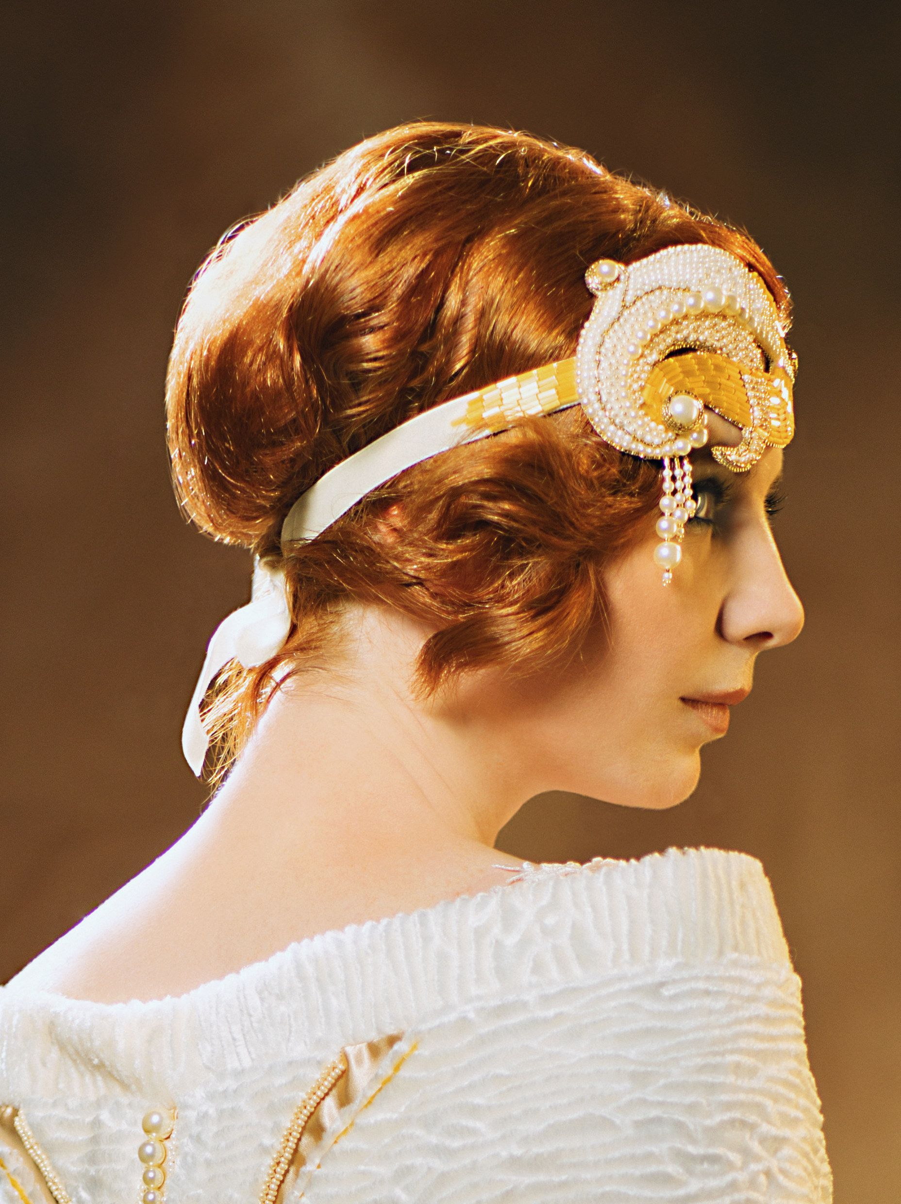20's vintage look Great Gatsby inspired bridal updo hairstyle