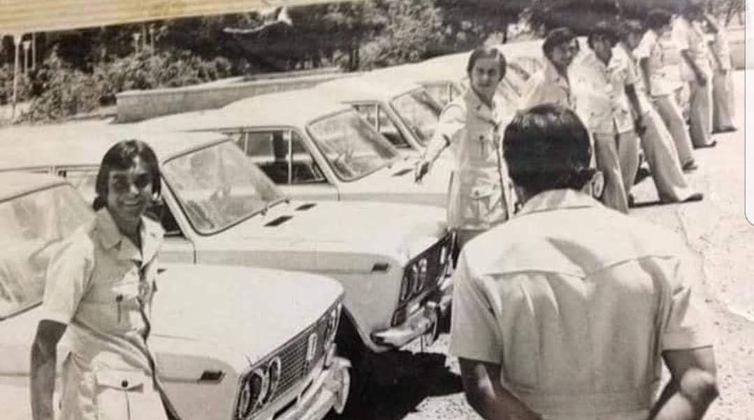 منتخب شباب العراق وهم يستلمون سيارات نوع لادا 1977 Baghdad Iraq History