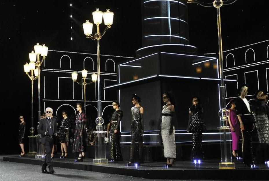 This Chanel runway certainly started to look like it should be on Broadway.  Can't get enough. Fashion Week Haute Couture Fall/Winter 2012/13. #Event #Design #Catwalk