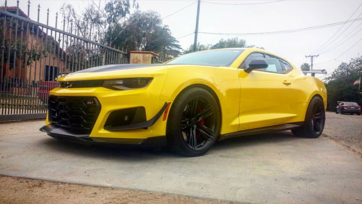 Chevrolet Camaro Zl1 1le Painted In Bright Yellow Photo Taken By