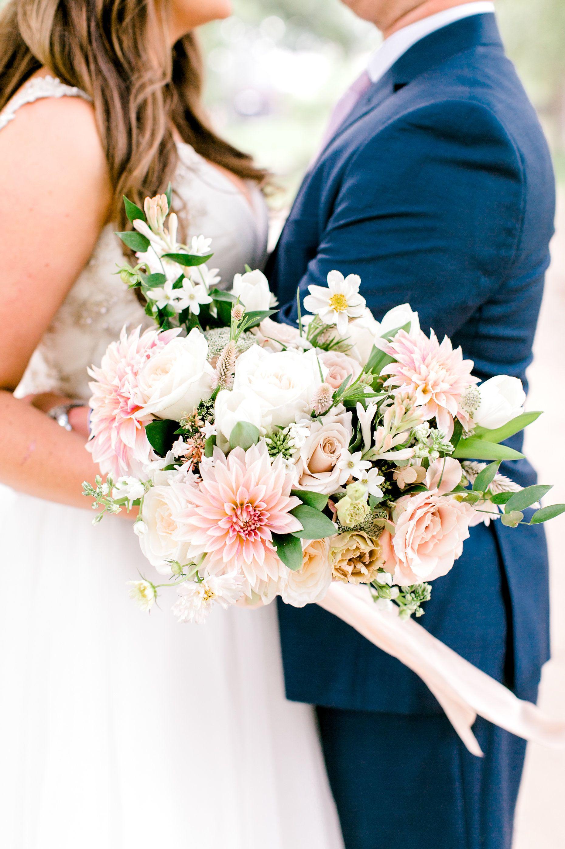 Choosing Wedding Flowers By Season Wedding Forward Wedding Flower Guide Colorful Wedding Flowers Flower Guide