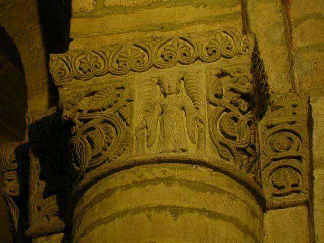 Raffigurazione della dama nel palmeto nel capitello della Basilica di San Michele maggiore a Pavia