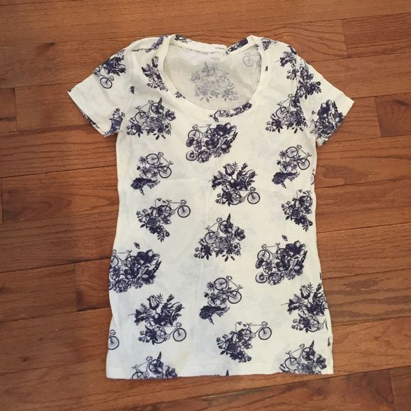 Urban Outfitters Tee Urban Outfitters Tee. Size medium. Brand is BDG. White t-shirt with blue pattern of bike and flowers. No damages, tears, holes or rips. Urban Outfitters Tops Tees - Short Sleeve