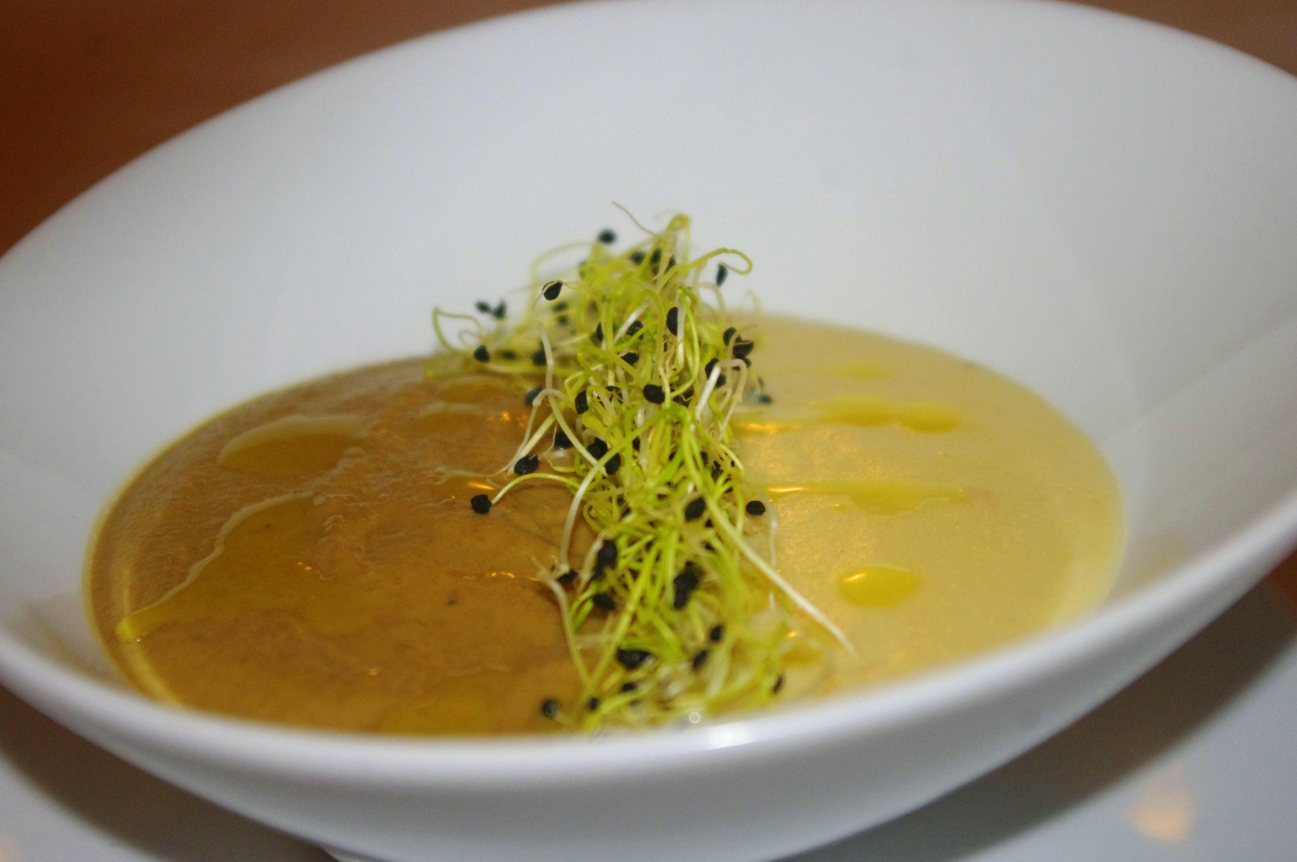 Crema Essau con Brandada de Bacalao y Aceite de Curry Madrás  #granhotelsonnet #mallorca