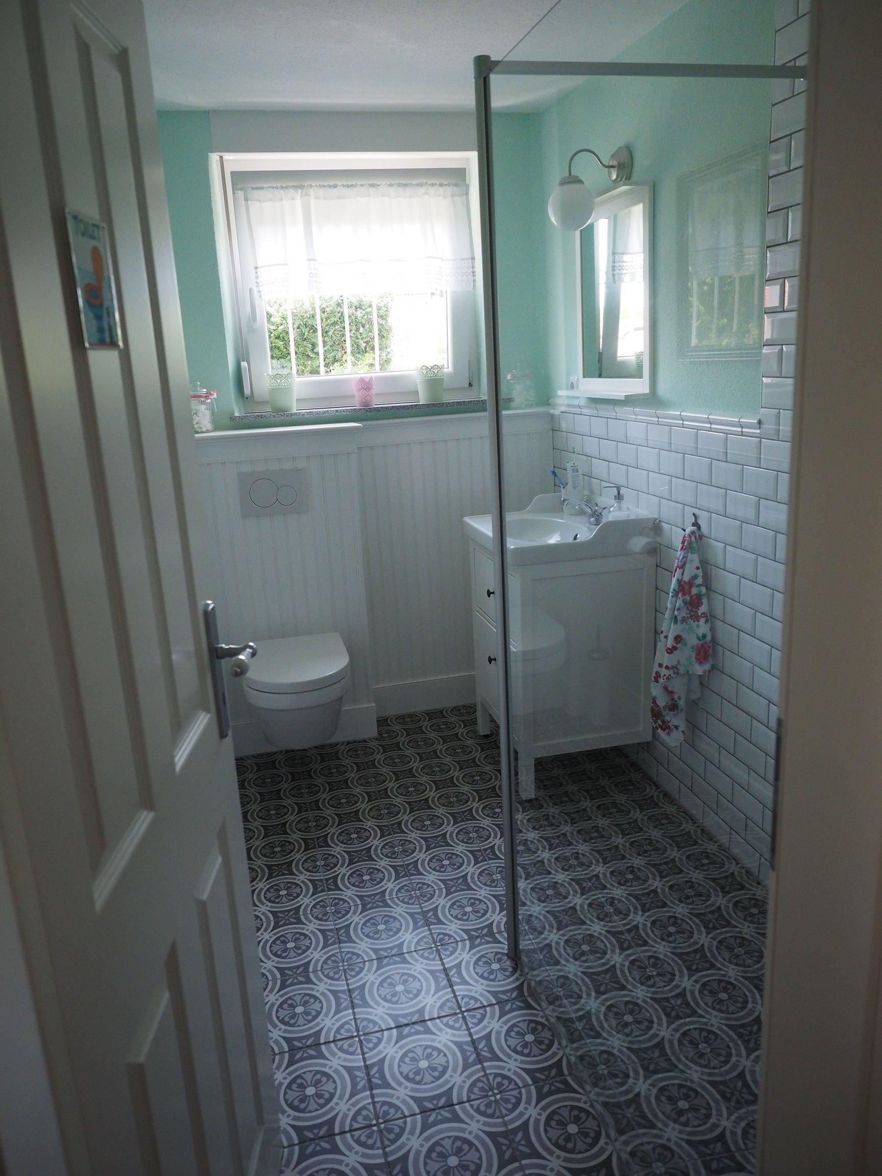 Kleine badkamer in Duitsland die mooi is ingedeeld | Badkamer ...
