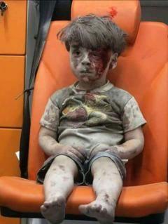 ناشطون يطالبون شركة زين للاتصالات بسحب إعلان يبرئ النظام من مأساة الطفل عمران