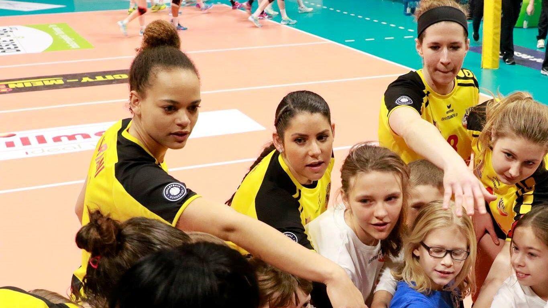 Women S Volleyball Iowa Psu Cheers Women Volleyball Volleyball Volleyball News