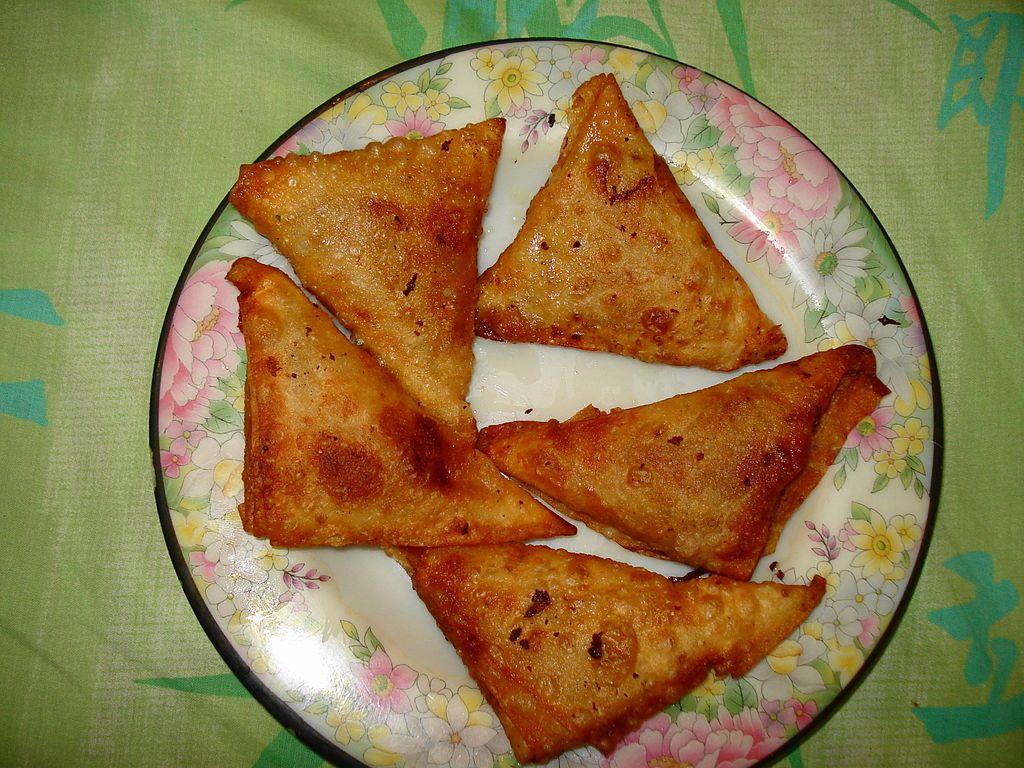 Cuisine of karachi chicken samosa halal food recipes cuisine of karachi chicken samosa forumfinder Gallery