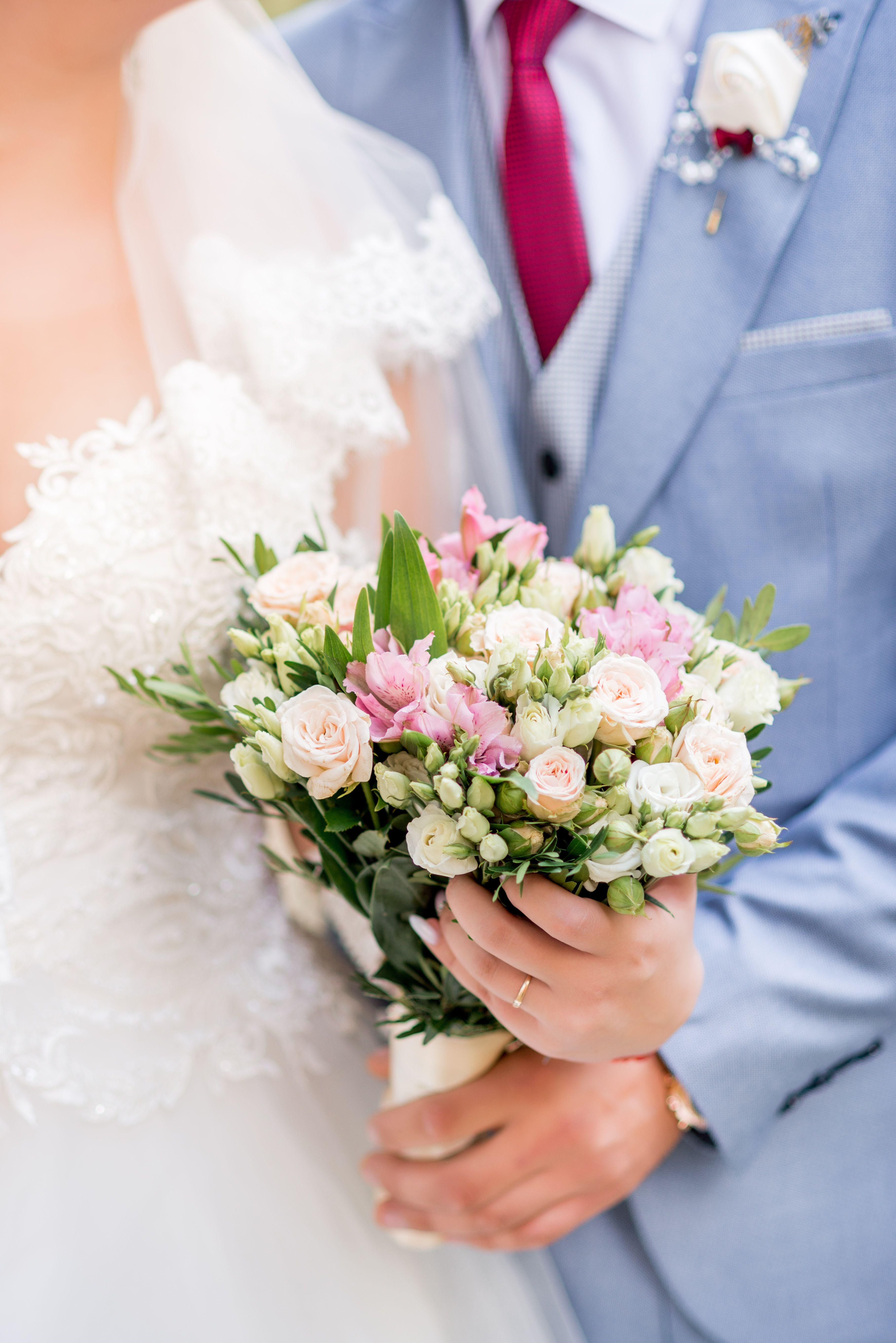 Bukiet Slubny Kwiaty Na Wesele Roze Biale Ecru Rozowe Table Decorations Decor